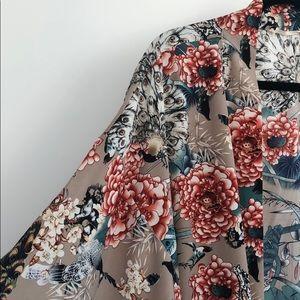 Kimono with multicolor pattern